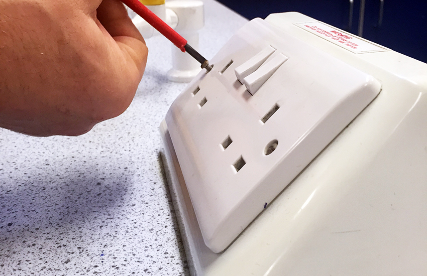 Electrical Sockets rewiring and test